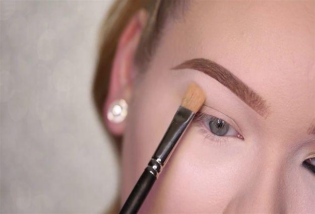Best Setting Powders for Eye Makeup | Kim Kardashian's Sexy Smokey Eye Makeup Tutorial, checking it out at http://makeuptutorials.com/kim-kardashian-smokey-eye-makeup/