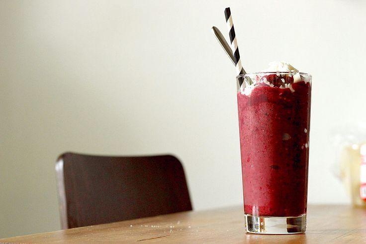 Smoothie blueberry raspberry breakfast
