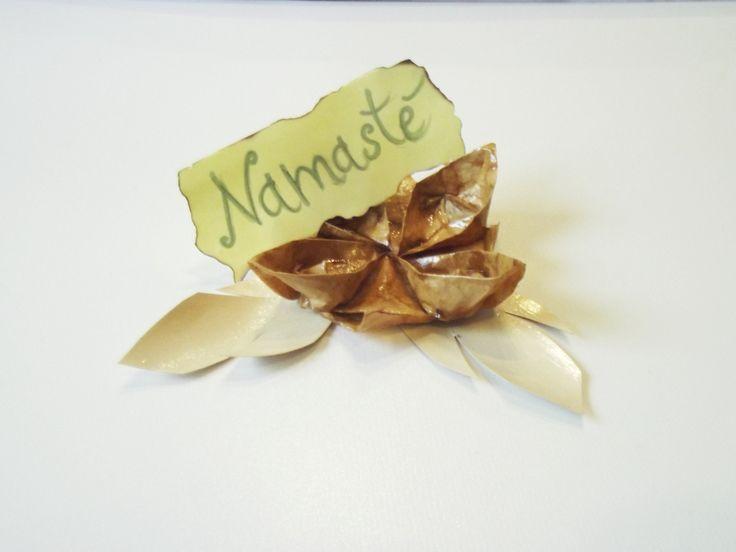 Fiore di loto #Namaste #origami segnaposto di #Bynadialab su @etsy @etsyitaliateam