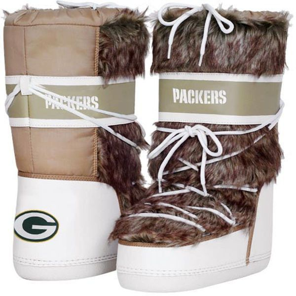 Cuce Shoes Green Bay Packers Women's The Aficionado Boots - Tan/White (1,230 MXN) ❤ liked on Polyvore featuring shoes, boots, white, white boots, cold weather boots, fuzzy boots, white shoes and white fuzzy boots