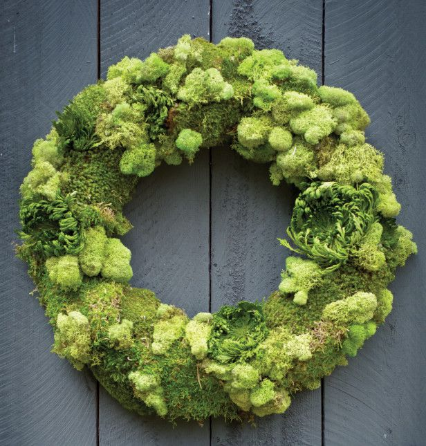 An Easter Wreath and Other Spring Decor Ideas --> http://www.hgtvgardens.com/decorating/making-the-rounds?soc=pinterest