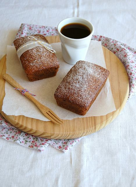 Spiced honey cakes / Bolinhos de mel e especiarias by Patricia Scarpin, via Flickr
