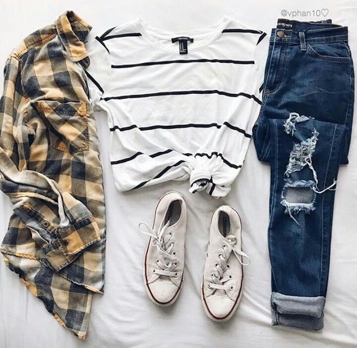 What I want to wear most days right now, kind of in love with the navy stripe shirt