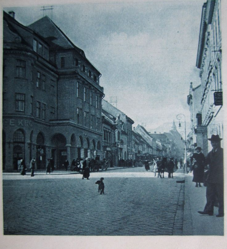 around 1930   Kronstadt - Burzengasse, Brasso - Burcza utca, Brasov strada Burzului,  today Republici Street