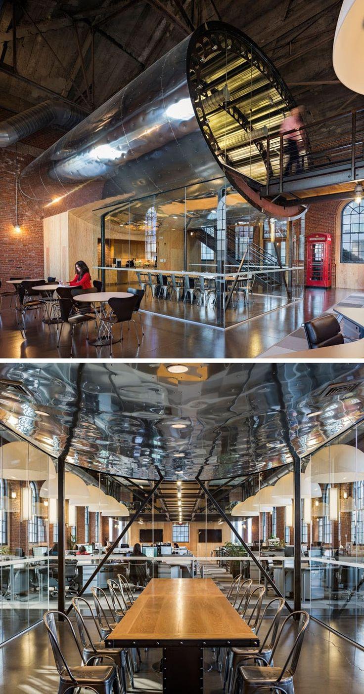 Esta oficina para una empresa de viajes tiene una sala de conferencias en forma de fuselaje de avión - FRACTAL estudio + arquitectura