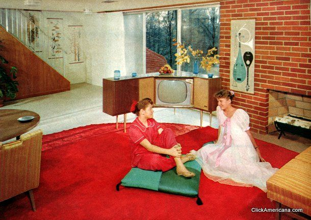 chillin' 50's style...look at that amazing angled TV console!!