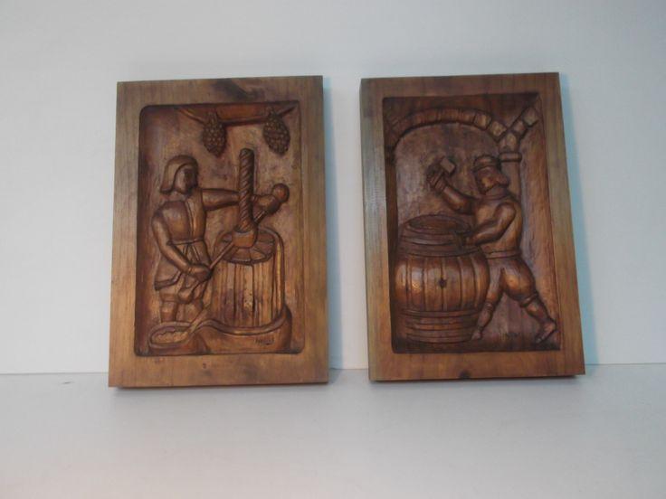 """Oficios antiguos.  """"VINATERO Y TONELERO"""" 40x30x3.tallados en pino y color nogal.P.v.40 $. unidad."""