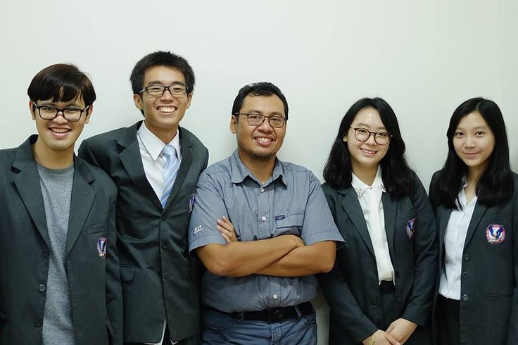 lulusan dp UPH angkatan 2012, May 2016 Pak Baskoro Junianto   with Rafael Trihardy, Matthew Nazlie, Talitha Alysia and Michelle Adeline.