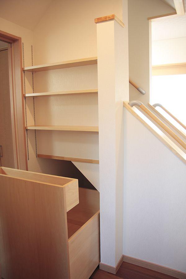 収納 | 有限会社佐藤工務店 水沢区 68の家階段下収納の開閉