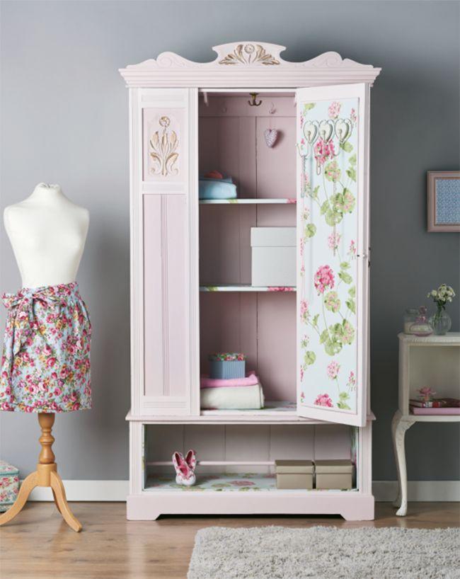 Descubre cómo forrar armarios y cajones para renovar tus muebles - https://decoracion2.com/ideas-forrar-armarios-cajones/ #Armarios_Restaurados, #Papel_Pintado, #Pintar_Muebles