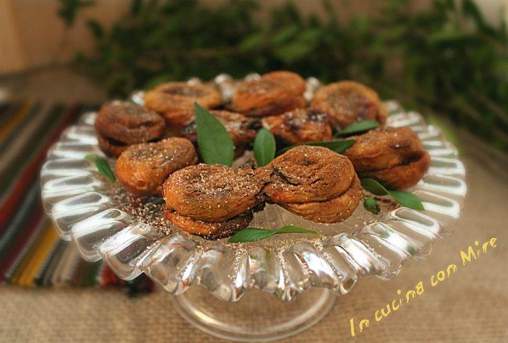 """#ricetta #gialloblogs #foodporn #ricettebloggerriunite Fichi secchi calabresi """"crucette""""   In cucina con Mire"""