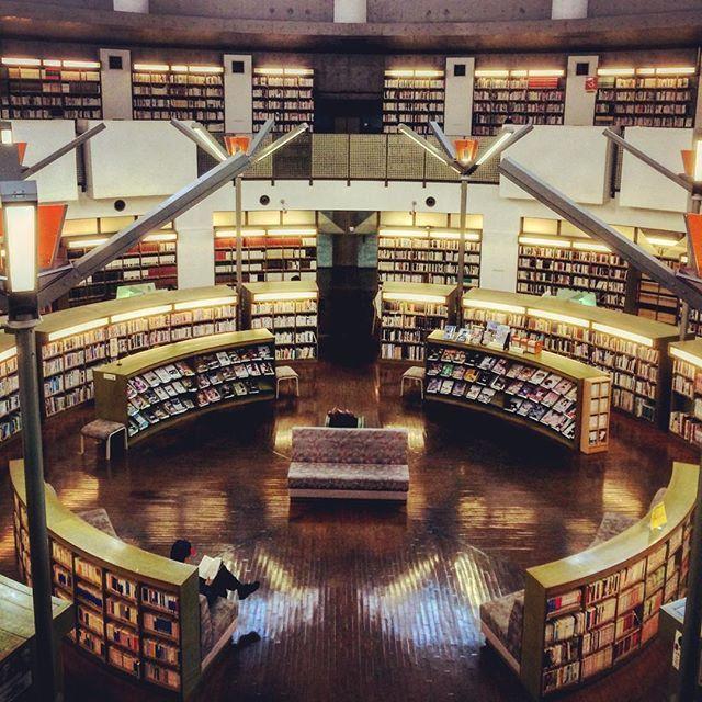 素敵な大人女性の隠れ家。今行くべきおしゃれ図書館べスト6 - Locari(ロカリ)