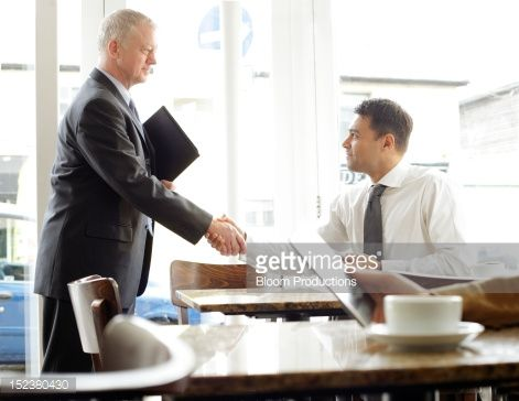 Foto de stock : two business men greeting each other