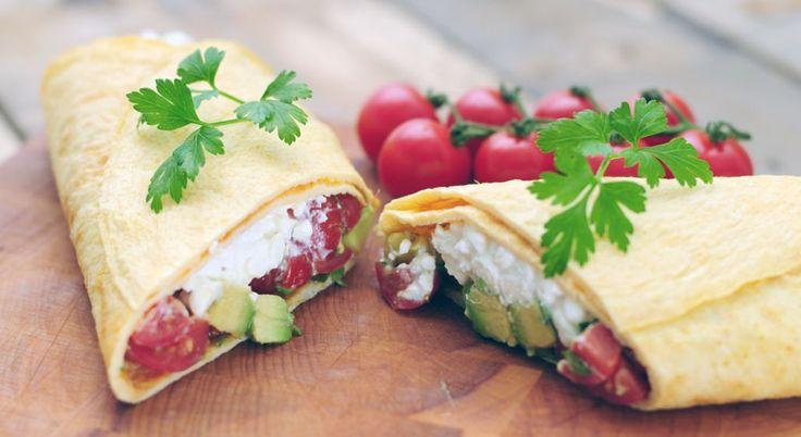 Wrap van omelet met Hüttenkäse, tomaat en avocado