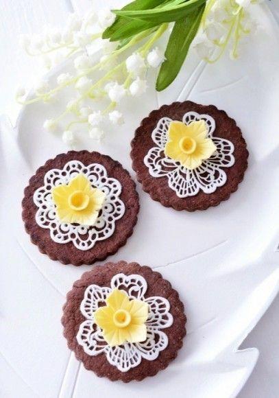 #Kessy #Tortendekorieren #Pinksugar #Frühling #Spitze #cookies #Kekse #Osterglocken #Narzissen