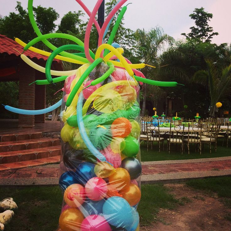 Pi ata gigante de globos con pelotas dentro decoraci n for Decoracion para pinatas