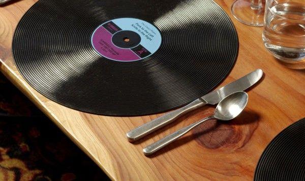 http://www.chegadget.com/per-pranzi-cene-dal-mood-musicale-in-stile-vintage/