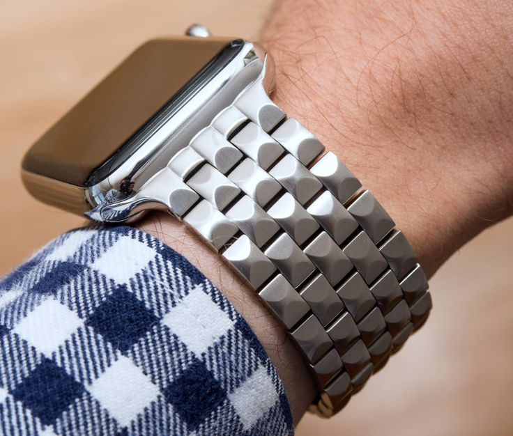 """Juuk Locarno Apple Watch Bracelet Review - by David Bredan - There are plenty of alternatives to the stock Apple bands. Check out this 5-link bracelet at: aBlogtoWatch.com - """"Yes, the Juuk Locarno bracelet is an Apple Watch accessory and, yes, there's a Kickstarter project you can back (though it is in fact available for purchase already)... You see, I felt that this disclaimer was necessary because I am well aware how 'Apple Watch' and 'Kickstarter' are trigger words..."""""""