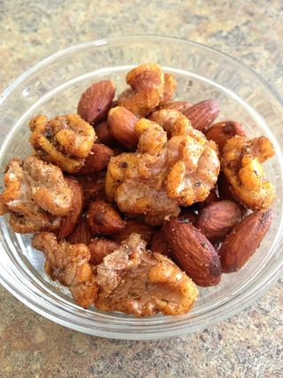 Spicy roasted almonds and walnuts - Vegan
