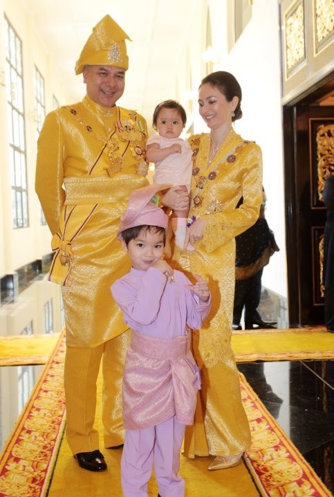 His Royal Highness Raja Nazrin Shah Crown Prince of the state of Perak (Malaysia) and his beautiful family!