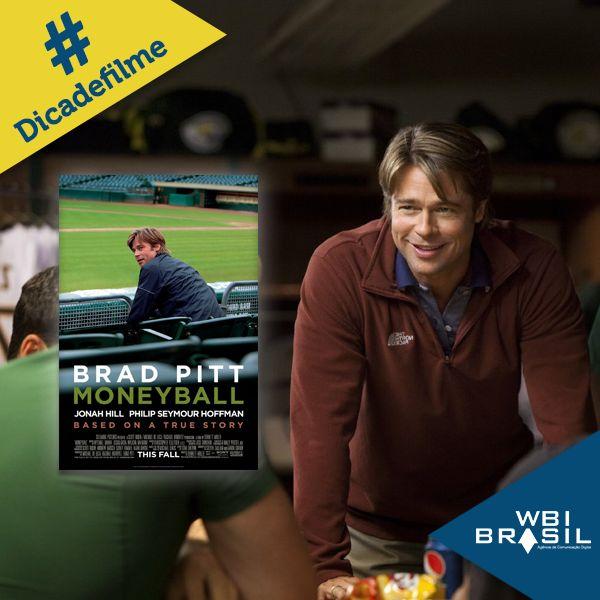 """A #dicadefilmeWBI busca aliar conhecimento e aprendizado aos momentos de lazer.  Em """"O homem que mudou o jogo"""", Brad Pitt interpreta o gerente do time de baseball Oakland Athletics.  Com poucos recursos e com a ajuda de um sofisticado programa de estatísticas, ele ajudou a construir a história do clube."""