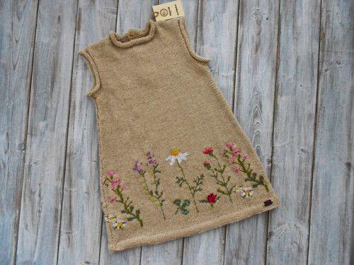 Pletené šaty pro malé holčičky - rozkvetlá louka