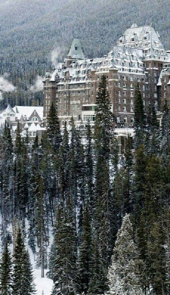 Chateau Banff Springs, Alberta, Canada   Wonderful Castles In The World
