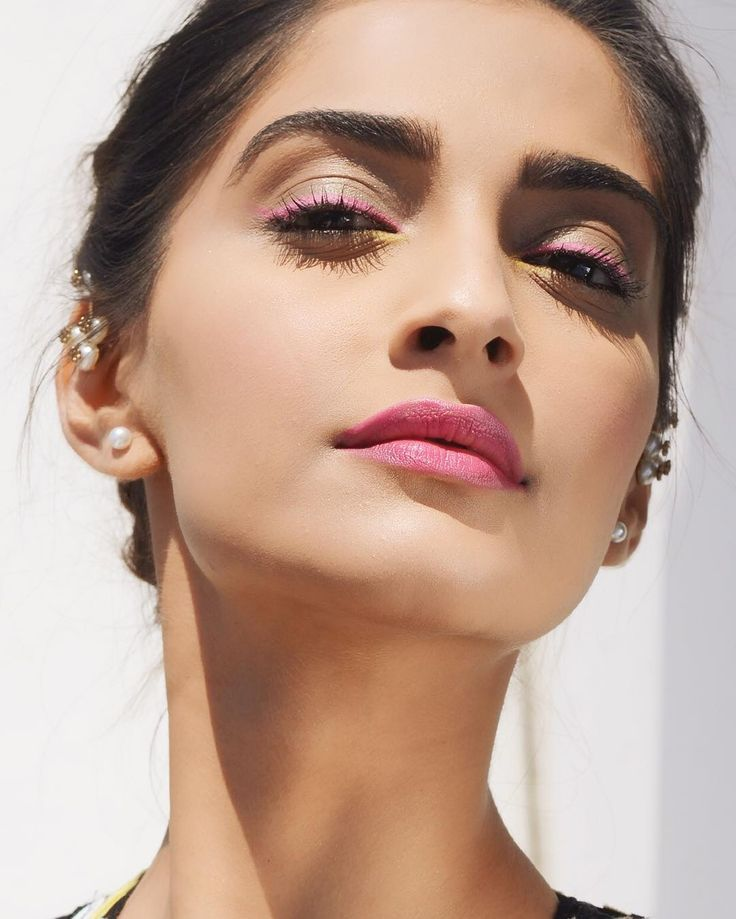 Such a perfect makeup.Sonam kapoor