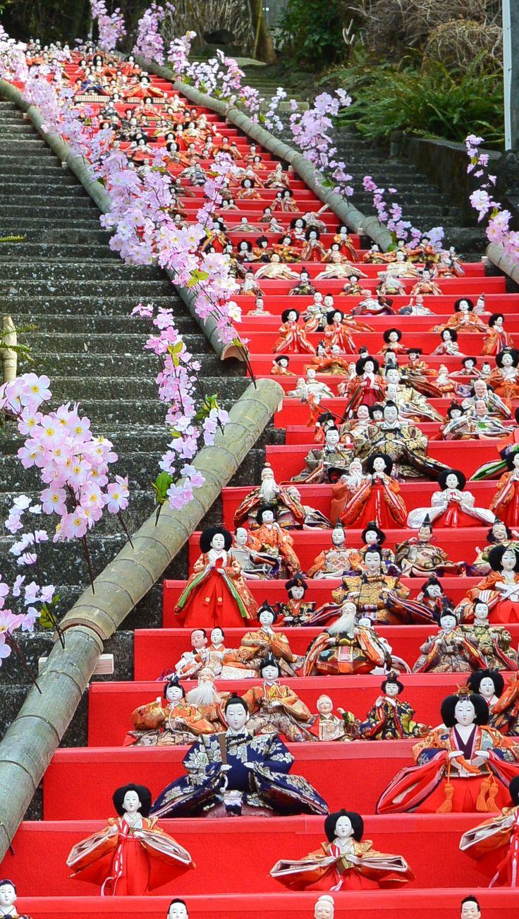 伊東MAGARI雛 2015年2月25日~3月3日まで 伊東の街中がお雛様でいっぱいになるイベントです! 写真は佛現寺です。 February 25, 2015