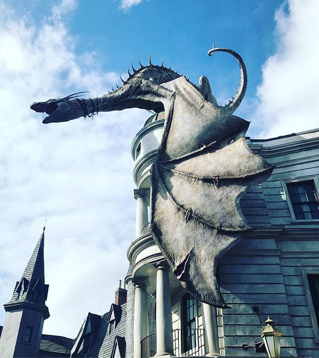 Reposting @jamie_young91: Harry Potter World Universal Studios . . . . . #harrypotter #hogwarts #potterhead #hermionegranger #ronweasley #slytherin #gryffindor #jkrowling #ravenclaw #hufflepuff #dracomalfoy #hp #bookstagram #like4like #emmawatson #voldemort #love #lunalovegood #harry #magic #hermione #potter #instagood #ginnyweasley #books #danielradcliffe #nevillelongbottom #rupertgrint #fantasticbeasts #hagrid