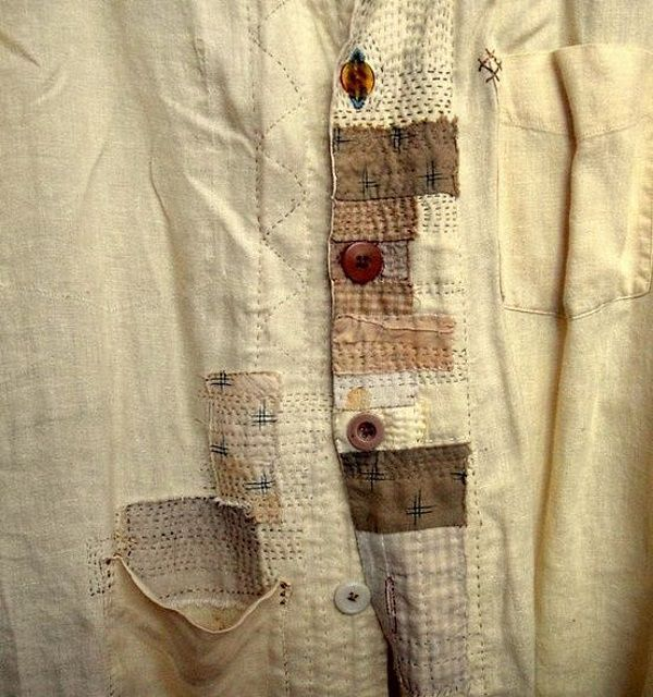 Жаль, что вышивку редко используют в повседневной одежде. Не знаю, может быть из-за риска выглядеть как музейный экспонат, или, что еще хуже, как сбежавший с репетиции участник фольклорного ансамбля. Вышивка обладает сильным эмоциональным воздействием и использовать ее надо очень деликатно. Не надо стараться воспроизвести музейные образцы. Достаточно понять стиль и дух самой вышивки.