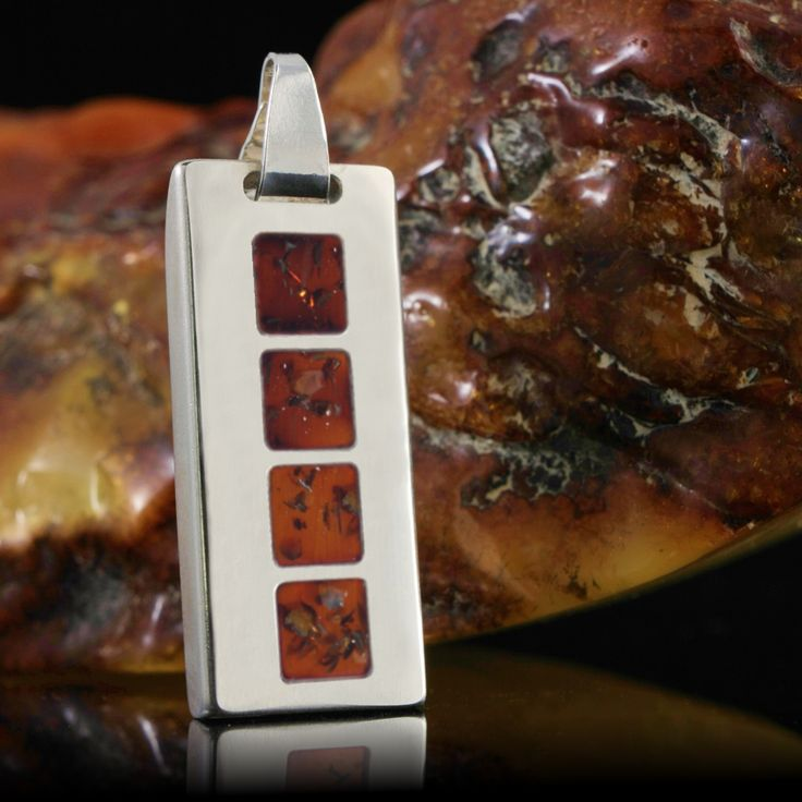 Silver Honey is a unique, exclusive gadgets that combine modern technology with a unique USB memory design. Ultra-modern electronics capacity from 4GB to 64GB was covered with a golden glow Baltic Amber and silver casing made of  the finest silver 925.