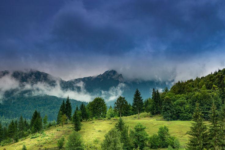 Kogaionon - Ceahlaul, muntele sfant al dacilor. Vedere de la Cabanele Dochita Ceahlau