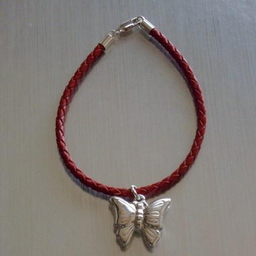 Pulsera de cuero con colgante de plata mariposa  Precio: 14€