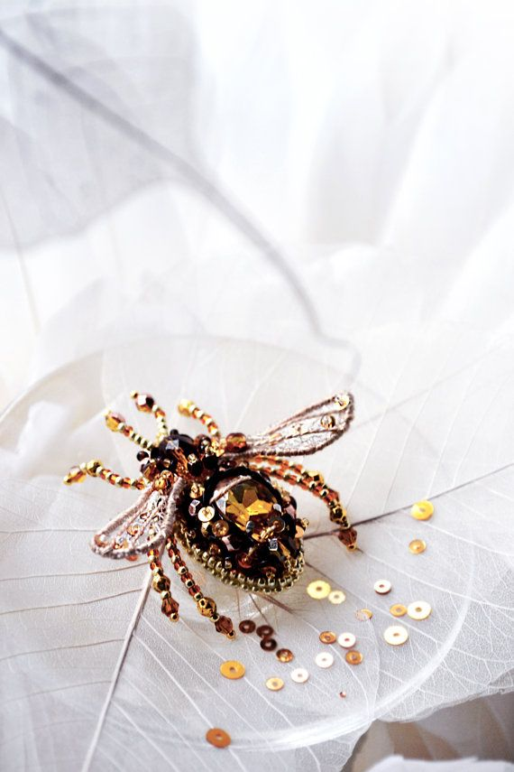 Small bee brooch, bead embroidered jewelry, insect jewelry, PurePearlBoutique, Agija Rezcova