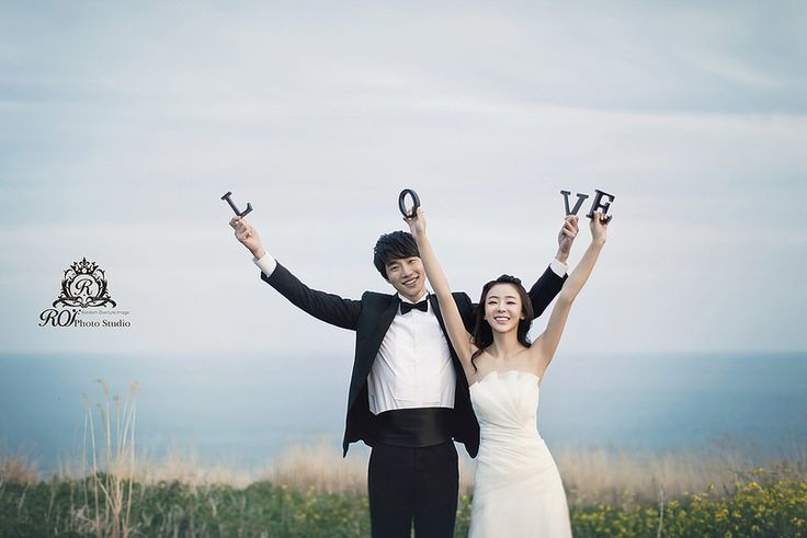 outdoor pre wed photo shooting in Jeju island! Try this wonderful posture and pictures at Jeju island with roi studio! www.roistudio.co.kr #roistudio #Koreawedding #photoshooting #Jejuwedding #Jejuisland