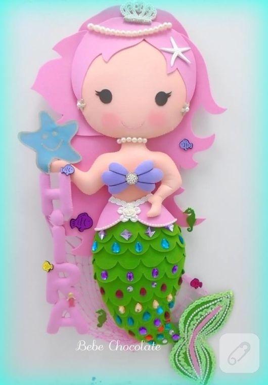 Keçe deniz kızı yastık ve kapı süsü modelleri kız ve erkek bebek odaları için hazırlandı. büyük boy içi dolgulu deniz kızı ister takı yastığı ister dekoratif yastık olarak...