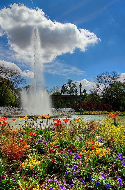 Jardin du Grand Rond en Toulouse, France, il fait très beau avec les fleures!