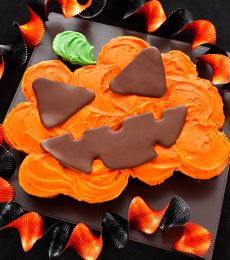 Scary Chocolate Jack O'Lantern Cup Cakes - This is a Halloween Treat everyone will love to share, made of delicious little chocolate cup cakes!
