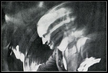 Salutando. - Anton Giulio Bragaglia. Maledetto fotodinamismo futurista. Oggi mi sono iscritta all'esame e sono solo in mano a dio. Dannazione!! - Fotolog