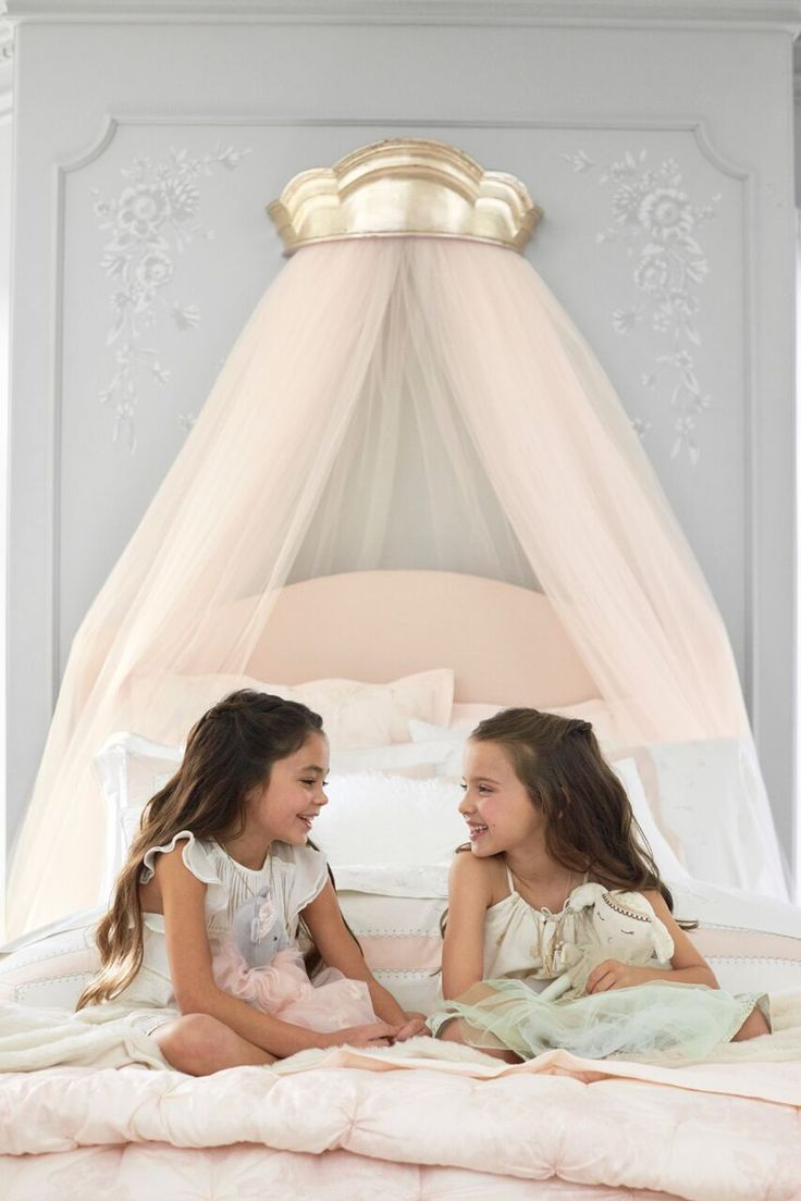 Give their room a regal accent with this cornice. Imagined with world-renown fashion designer Monique Lhuillier, it brings her contemporary, whimsical and magical design aesthetic to your little one's space.