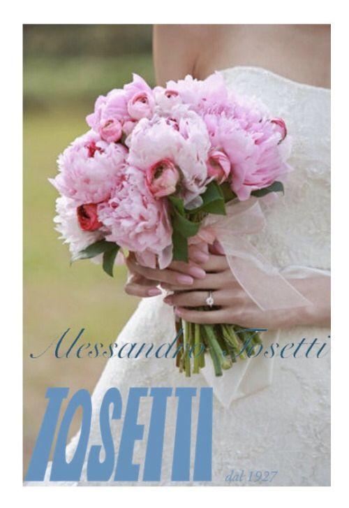 Tulli , pizzi, scollature ... i temi più glamour degli abiti nunziali! Ne volete un piccolo assaggio? Vi aspetto il 21 giugno,  alcuni dei nostri abiti a fare da cornice ad un evento fashion! Vi aspetto!!! Stay tuned  Alessandro Tosetti Www.alessandrotosetti.com www.tosettisposa.it #abitidasposa2015 #wedding #weddingdress #tosetti #tosettisposa #nozze #bride #alessandrotosetti #agenzia1870