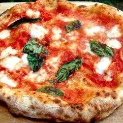 La pizzeria Trianon da Ciro inaugura a Sorrento http://www.napolivillage.com/Piaceri-e-Profumi/la-pizzeria-trianon-da-ciro-inaugura-a-sorrento.html