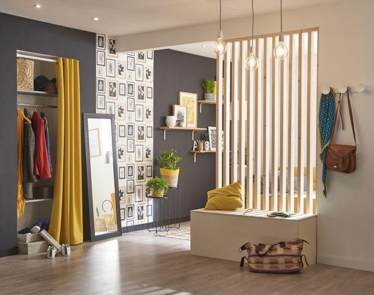 un l gant rideau jaune pour cloisonner un espace rangement dans une ambiance scandinave id es. Black Bedroom Furniture Sets. Home Design Ideas