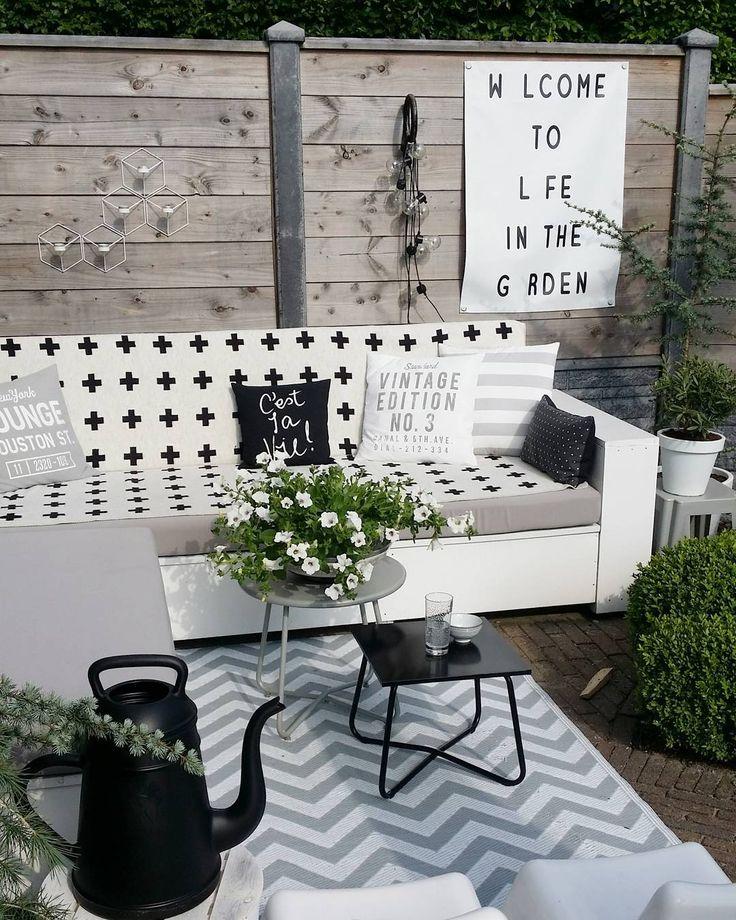 #kwantum #repost Bijzettafel Denia > https://www.kwantum.nl/tuin/tuintafels/bijzettafels/tuin-meubelen-tuintafels-tafels-bijzettafels-bijzettafel-denia-roze-0234232 @ homestijl - It was such a nice afternoon to hang out here in the sun #gardenlife #outdoorliving #gardenstyling #kijkjeindetuin #monochrome #blackandwhite #tuinposter #gardenposter #piawallen #kwantum #hm #hema #karwei #xalalungo #homestijltuinposter