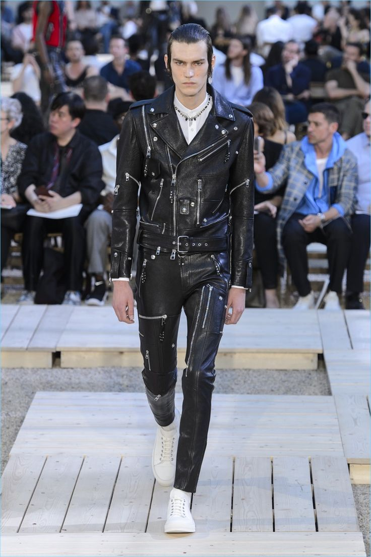 Alexander McQueen presents its spring-summer 2018 collection during Paris Fashion Week.