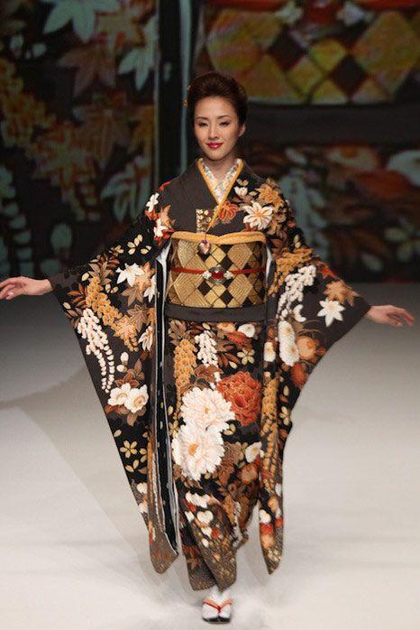 Yukiko Hanai - kimono - Japan Fashion Week. This kimono & obi are absolutely stunning!