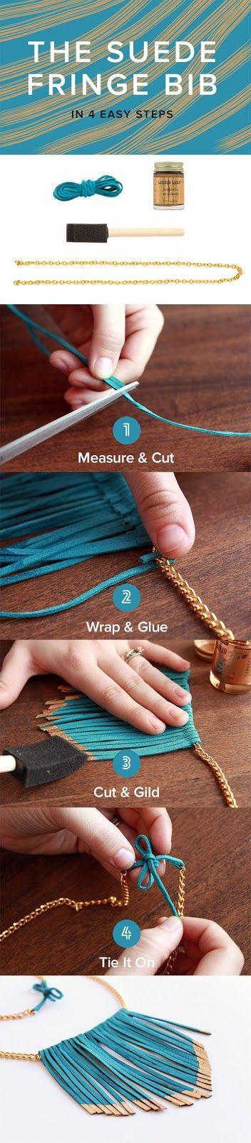 Para hacer este collar necesitamos: cinta de cuero , pintura dorada , brocha de esponja y cadena de oro . Cortamos tiras de la cinta de cue...