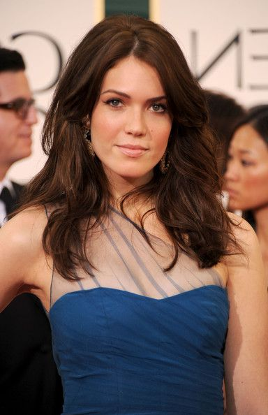 Celebrity Long Hairstyle: Natural Glamour Wavy Hairstyle from Mandy Moore