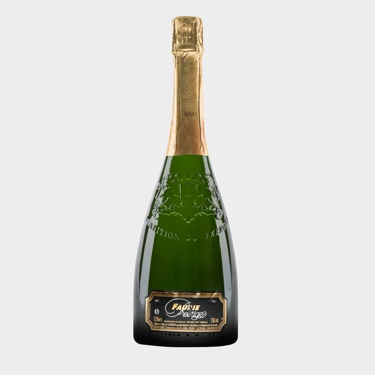 """2014 #Crémant, #sec Dieser #Crémant """"#Faurie #Prestige"""" aus #Bordeaux ist ein halbtrockener (sec) #Schaumwein und wird hauptsächlich aus den #Rebsorten #Sémillon, #Sauvignon #Blanc und #Muscadelle gewonnen. Er hat einen fruchtigen Charakter, eine feine und edle Säure mit einer dezentenPerlage und eignet sich auch hervorragend als #Apéritif. Dieser #Crémant wird nach der #Méthode #traditionnelle (früher #Méthode #Champenoise genannt) hergestellt."""